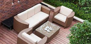 Loungefeeling mit Polyrattan. (Quelle: Thinkstock by Getty-Images)